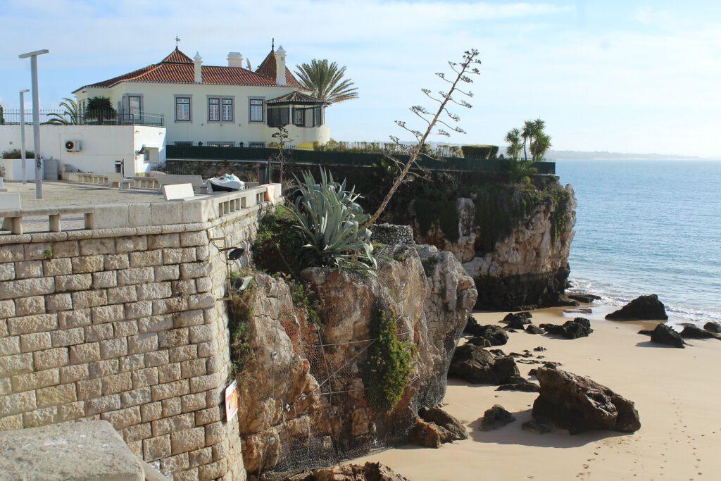 cascais-praiadarainha-plagetouristique-portugal