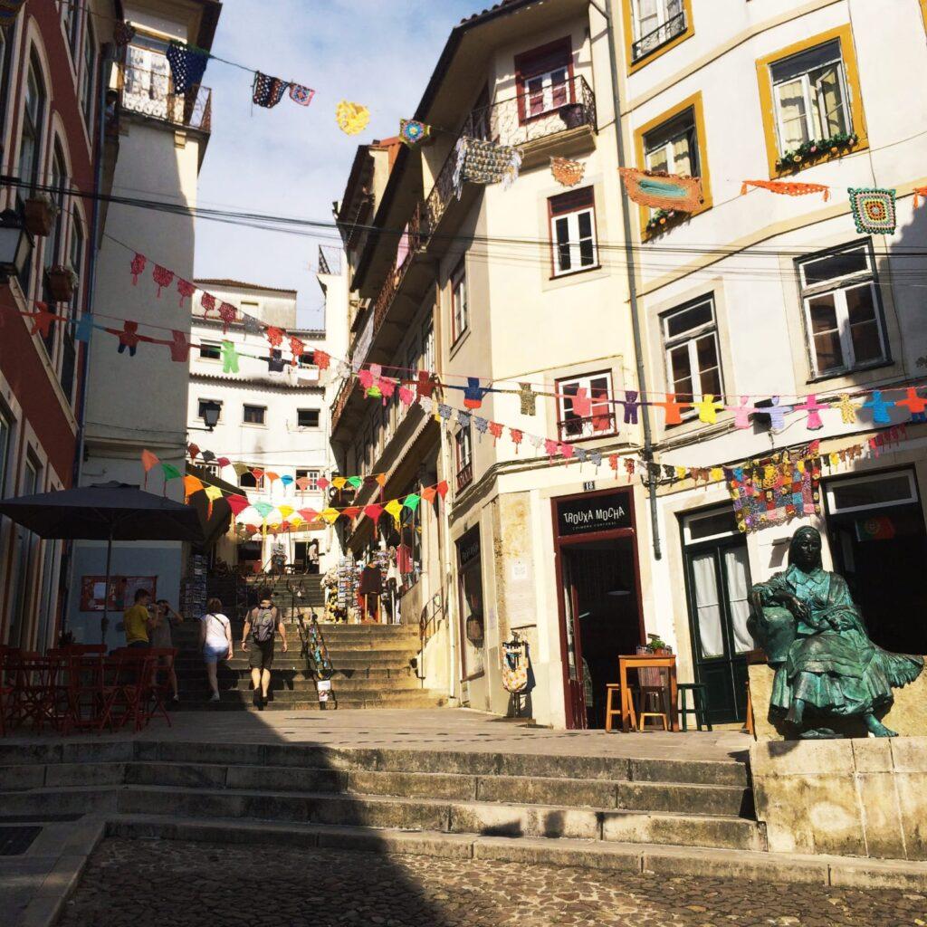 Des boutiques et des restaurants à Coimbra