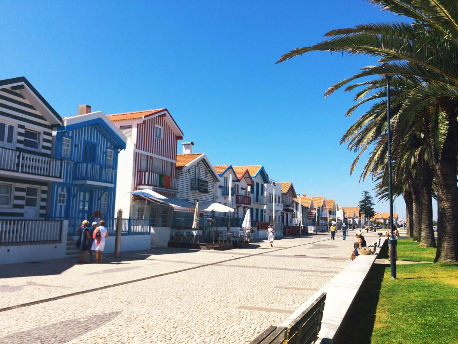 visitercostanovadoprado-casaslistradas-maisonsrayées-plagetouristique-portugal