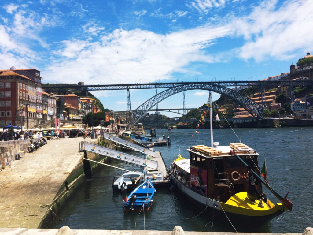 visiter-ville-de-porto-portugal-tourisme-bateaux-rabelo-rio-fleuve-douro