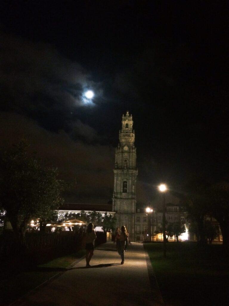 visiter-ville-de-porto-portugal-tourisme-eglise-torre-dos-clérigos