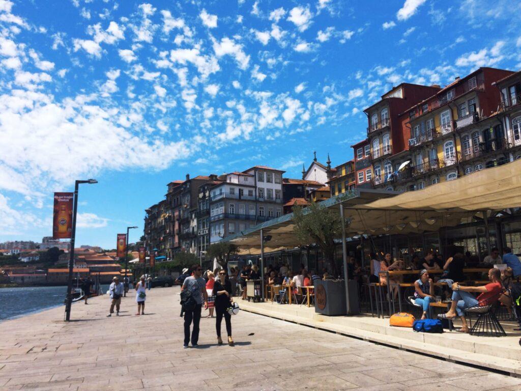 visiter-ville-porto-portugal-bar-ribeira-tourisme